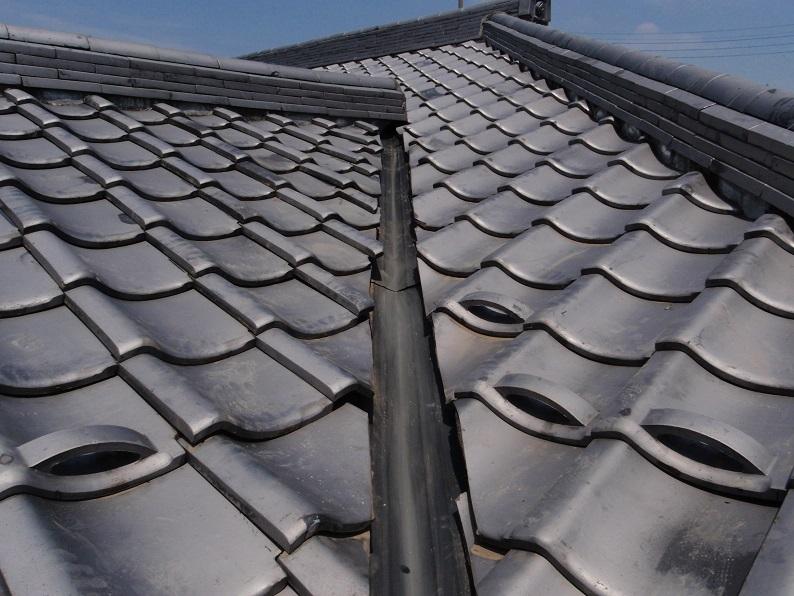 雨漏り修理 屋根修理 谷部分板金張替え工事  伊勢崎市